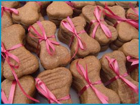 Tips for starting your own dog bakery business.