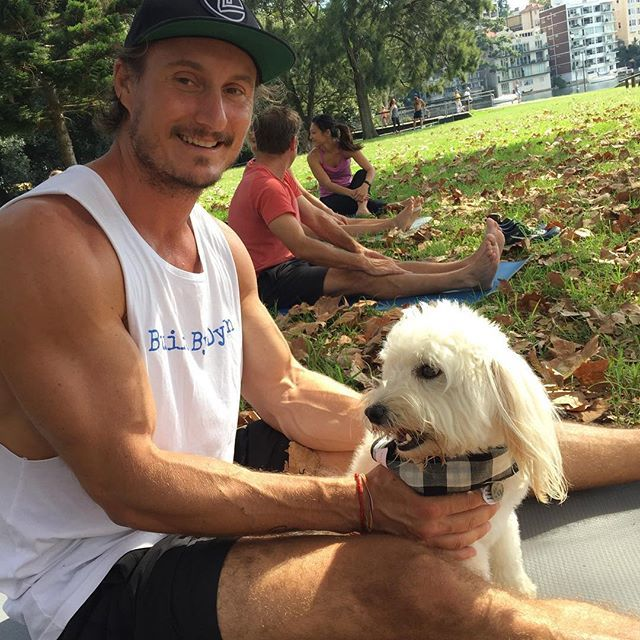 Ummmm doggy yoga??  Had the pleasure of joining in a PUP-ASANA yoga class in the park this morning, hosted by @flowathletic and taught by @steyca . We raised money for @gosforddogpaws_gdp to go towards their 'no kill' home and had a blast in the process. I mean, no one does downward dog quite like these cuties  #BuiltByDylan #Yoga #Bondi #Rushcuttersbay