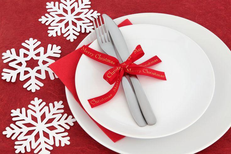 Okres Bożego Narodzenia to szczególny czas w życiu każdego chrześcijanina. Świętując Narodziny Pańskie nasze domy zamieniają się w pełne magicznej atmosfery miejsca do spotkań z rodziną. Dzieci wyglądając przez pięknie ozdobione lampkami okna, wypatrują nadejścia Świętego Mikołaja z prezentami. ... http://dladomu.efirmowy.pl/klasyczna-zastawa-stolowa-na-swieta/