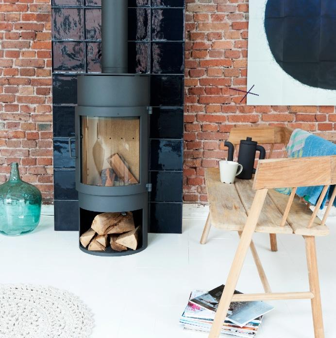 fireplace   houtkachel met zwarte handvorm tegels   20x20 cm   mozaiek.com