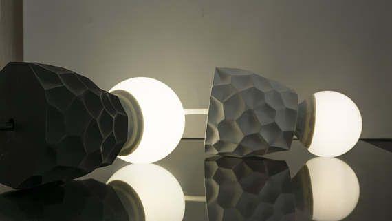 Одиночный подвесной светильник обеспечивает направленное освещение, подходит для подсветки обеденного стола и барной стойки.  Характеристики: Материал плафона - высокопрочн... #lighting #homedecor #pendantlight #lamp #modernlamp #handemade #blacklamp #parametric #gypsum #voronoi