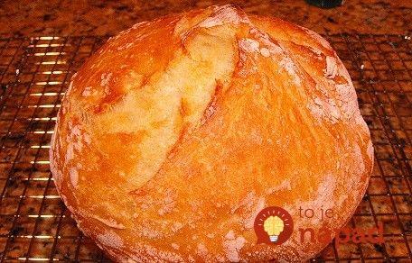Nepotrebujete domácu pekáreň, ani žiadne špeciálne zručnosti. Tento chlebík upečiete jednoducho, rýchlo a predovšetkým bez námahy!