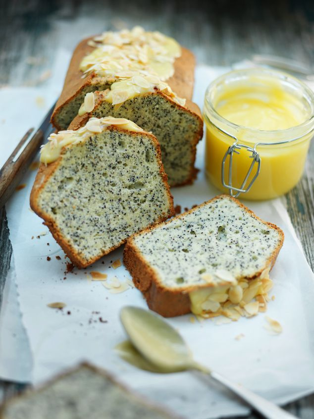 Poppy seed cake with lemoncurd