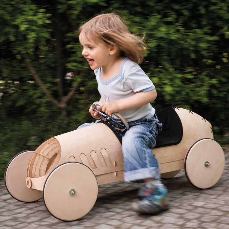 Flink – Wooden push car for self-assembly by phim (1+) | afilii – design + architecture for kids