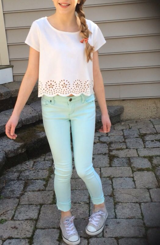 White scalloped top and mint skinny jeans + grey Converse
