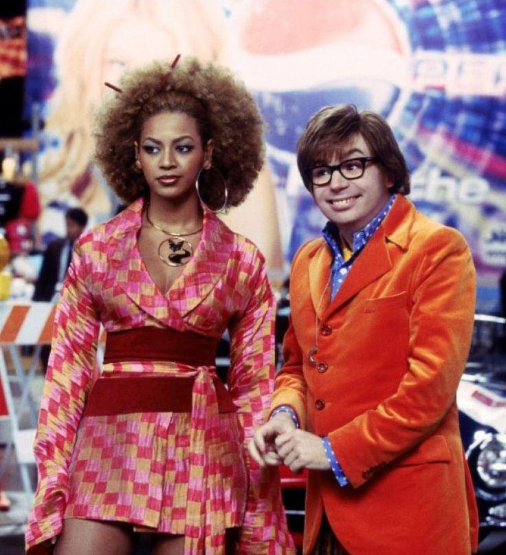 "Mike Myers y Beyoncé Knowles en ""Austin Powers en Miembro de Oro"" (Austin Powers in Goldmember), 2002"