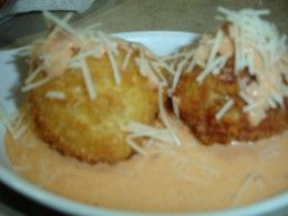 Serving the Cheesecake factory Fried Mac and cheese balls