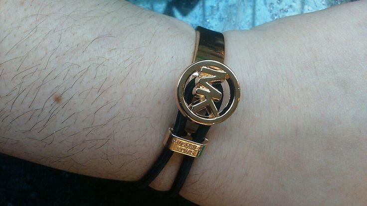Beautifal new mk bracelet half gold plaTed half elastic for small wrist