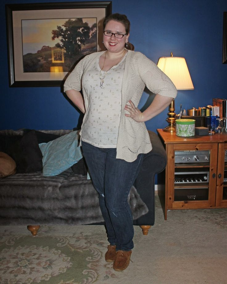 What Mama Wears: Relax. Knit or Crochet open cardigan, neutral graphic print tee, boyfriend jeans, moccasins, light jewellery, french braid ponytail. Mom style, mom fashion, plus size style, plus size fashion.