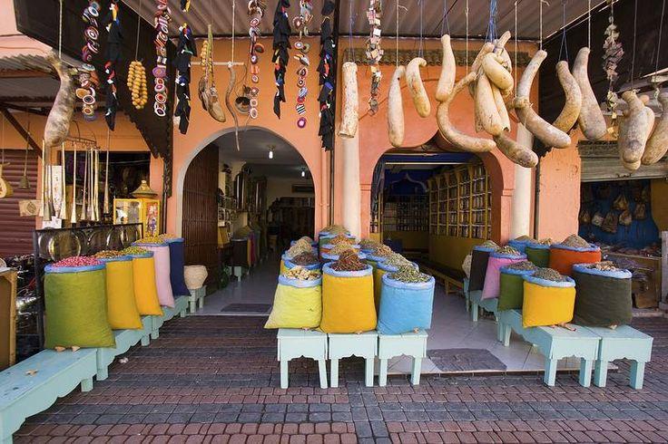 Tuliais- ja matkamuisto-ostoksille paikallinen basaari, #Souk on oikea aarreaitta. Korut, laukut, mausteet, huivit ja hedelmät löytyvät samasta paikasta: sokkeloisten, mutta tunnelmallisten kujien varrelta.