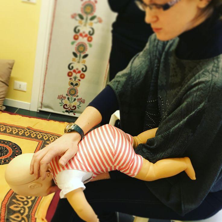 Corso di Primo soccorso e manovre di disostruzione pediatrica   Mama-o è un centro di arte ostetrica e per la prima infanzia sito a Merate (LC) e Arcore (MB). Per scoprire di più sulle nostre attività visita il sito www.mama-o.it alla sezione corsi o scrivici a info@mama-o.it
