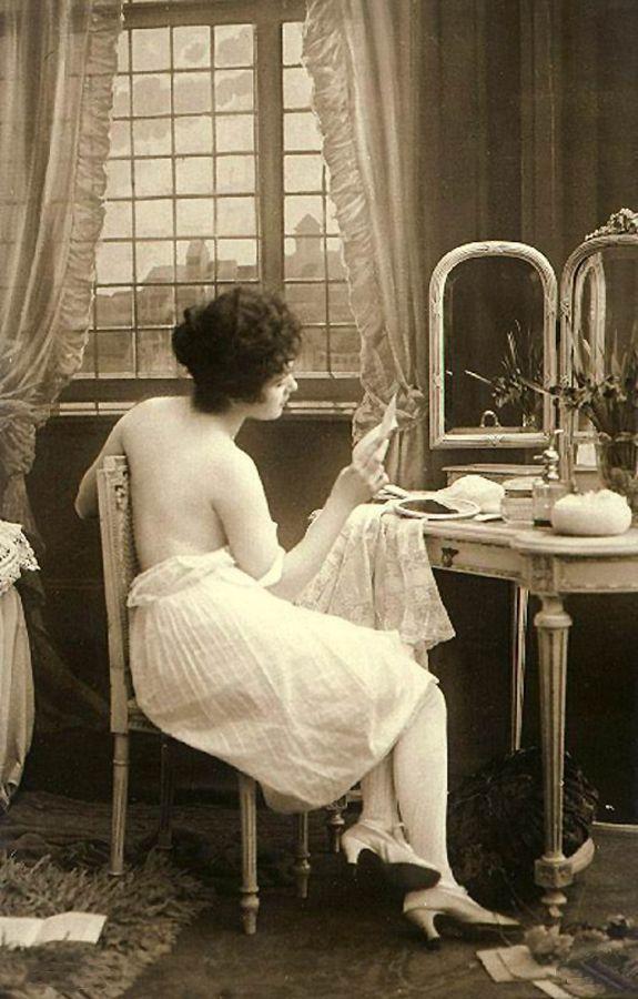vintage boudoir photo