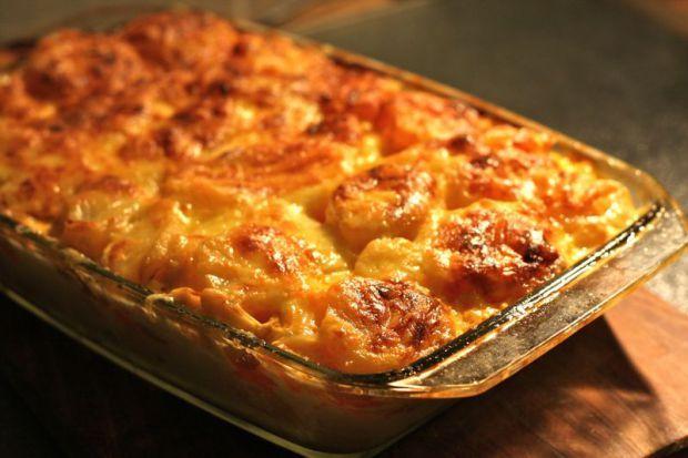 Esta semana viajamos al centro de Europa para traeros las más ricas recetas vegetarianas de Hungría  un bonito país que vale la pena descubrir. Algunos platillos que conocerás a continuación son agridulces y casi todas son sencillos de preparar, aprende cómo hacer Rakott Krumpli, Meggyleves, Lángos y otras recetas húngaras aquí  ➡Link en la imagen!!  #SiendoSaludable #recetasvegetarianasHungría #recetasvegetarianas