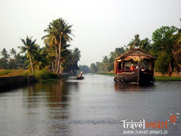 Alleppey - is famous for its boat races, backwater holidays, beaches, marine products and coir industry. #BestHoneymoonTravel
