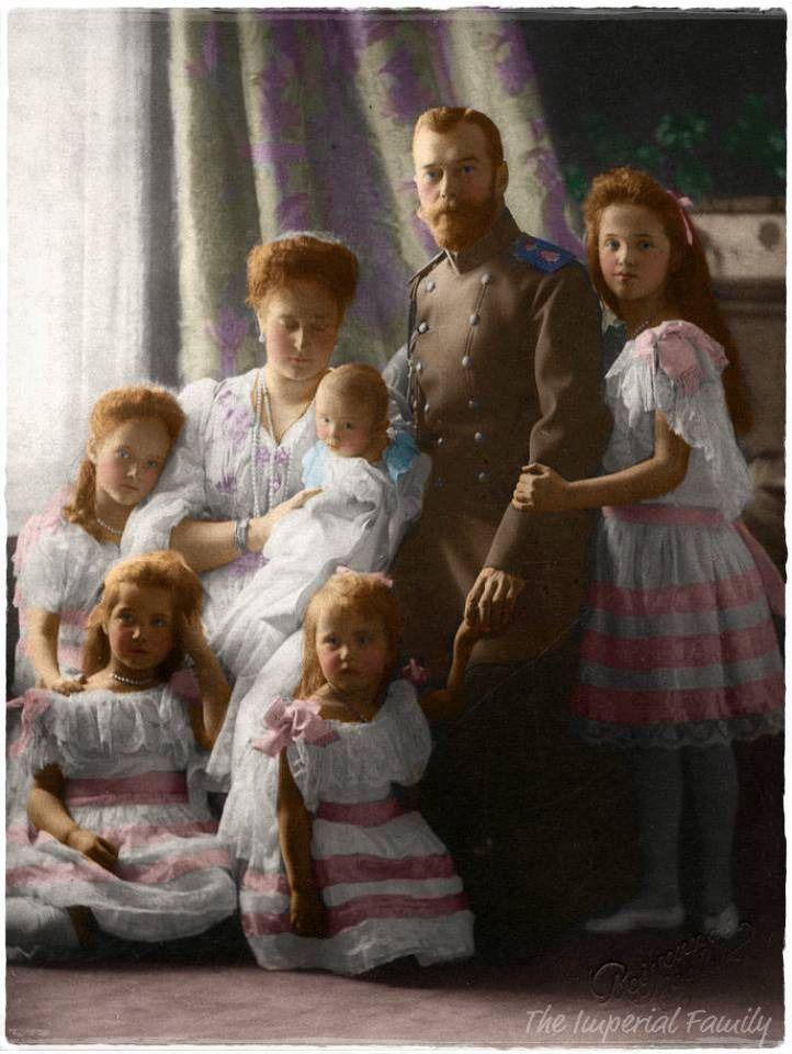 Familia Romanov - http://www.pinterest.com/vickystardust/st-petersburg/    - excellent page.