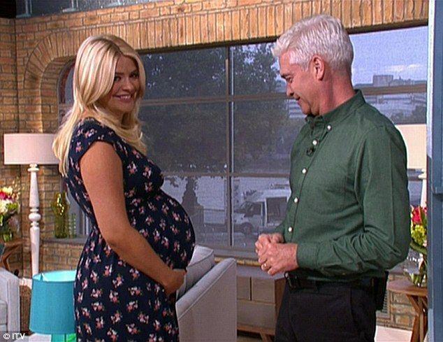 holly willoughby pregnant dress - Sök på Google