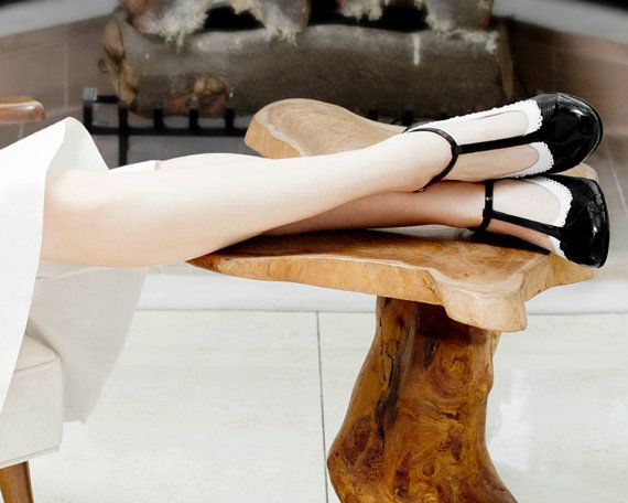 Free shipping  Medium heels shoes in black and white by QuieroJune