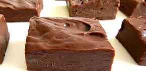 Το fudge είναι ένα λαχταριστό και πολύ γρήγορο γλυκό με πλούσια, βελούδινη γεύση σοκολάτας. Τα παιδιά θα το λατρέψουν!