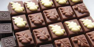 Cómo hacer bombones de chocolate rellenos