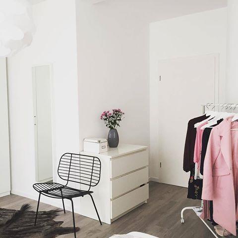 Der Coole Wire Chair Passt Einfach Perfekt In Dieses Schlafzimmer! 💗 Das  Wichtigste Ist