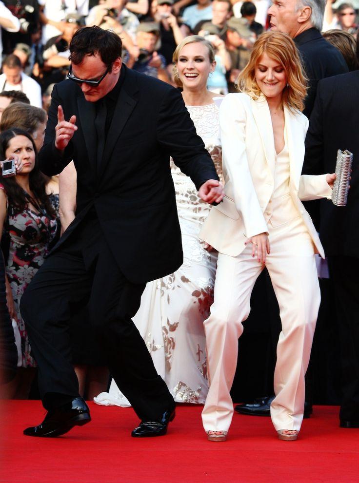 """Quentin Tarantino balla con l'attrice Melanie Laurent prima della proiezione ufficiale di """"Bastardi senza Gloria"""" al festival del cinema di Cannes, il 20 maggio 2009"""