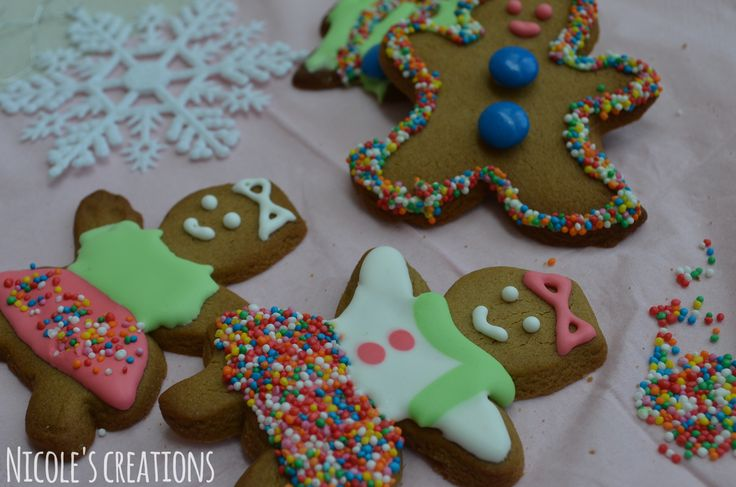 Christmas gingerbread men and women. Colorful and the perfect Christmas dessert or snack! Decorated with Royal icing
