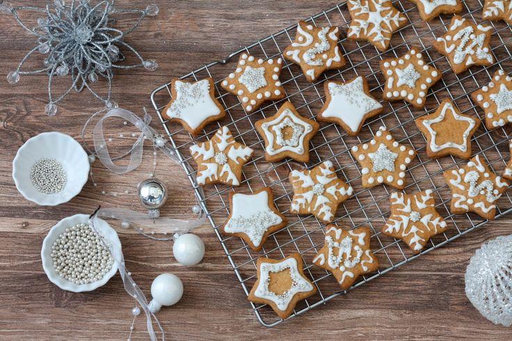 I Biscotti alla cannella e arancia sono un dolce natalizio veloce da preparare. Ottimi la una cioccolata calda o da inzuppare nel tè.