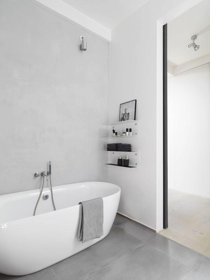 Amme, betonipinnoite seinässä ja harmaa laatta lattiassa