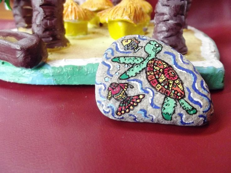 Broche fantaisie Tortue - galet peint