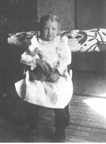 A post on Barbara Brackman's MATERIAL CULTURE: Missing Nancy Hornback about the early days of quilt research in Kansas and a pioneer in the area.