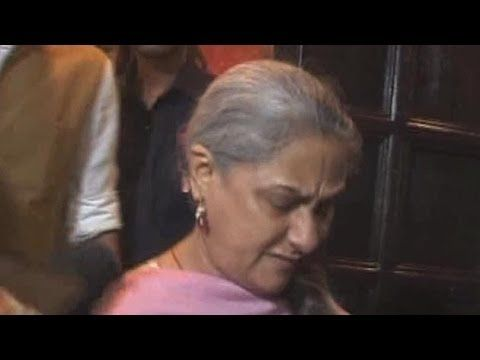 ANGRY Jaya Bachchan MISBEHAVES With The Press | Latest Bollywood Gossip - YouTube