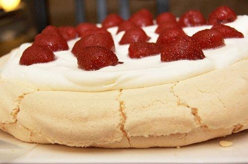 Recept - Pavlova met aardbeien - Beekers Berries aardbeien of zelfgekweekte aardbeien van Berries@Home