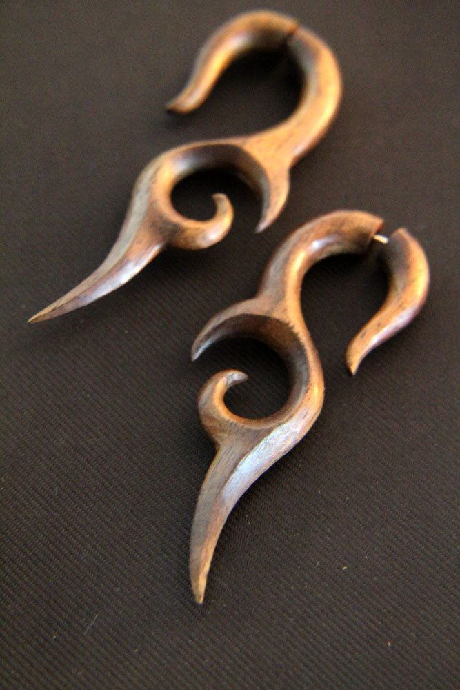 Pair of Knife Tail Wooden Earrings Long Tribal Fake Gauges Wood Earring Made from Rose Wood FGW-0076 #Etsy #HornEarrings #WoodEarrings #BoneEarrings #Jewelry #Earrings #Organic #Tribal #TribalStyle #BoneCarving #HornCarving #WoodCarving #Piercing #Plugs #Gauges #Tattoo #AyuJewelry