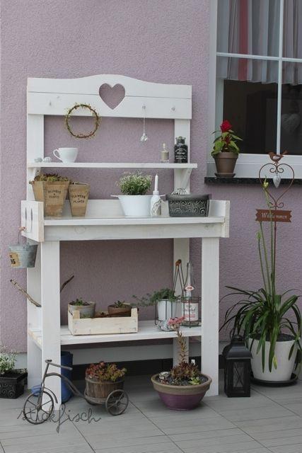 Die besten 25 pflanztisch ideen auf pinterest terassengestaltung malbuch lagerung und tuin - Deko aus paletten ...