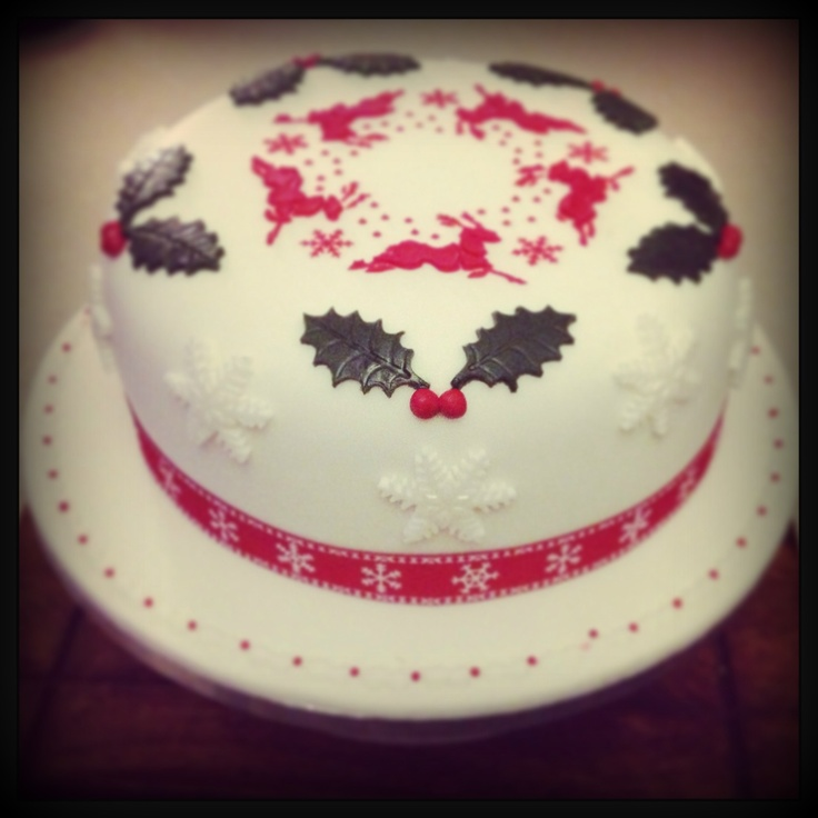 Christmas Cake Decoration Holly : Christmas Cake with royal icing stencil design #reindeer # ...