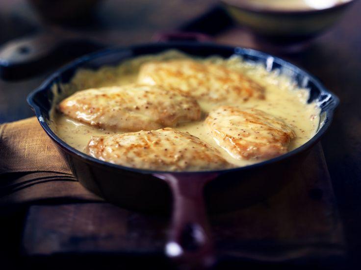 Poulet au miel et à la moutarde... je fais revenir 1/2 oignon haché finement et j'ajoute le reste des ingrédient + 5 ml de sel d'ail.