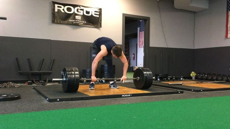 Working on the timing/transition from the 1st pull into the 2nd pull  Rep 1: Slow tempo pull Rep 2: Pause at the knee Rep 3: Pause at the knee then tap and go @anthony_lotti  #rcperformancetraining #strengthandconditioning #gym #athlete #training #coach #trainer #personaltraining #health #fitness #lift #weightlifting #strong #fast #work #train #workout #technique #mechanics #football #ncaa #nfl #speed #power #strength #hardwork