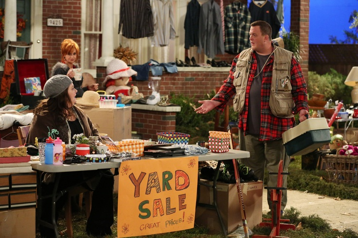"""Melissa McCarthy, Swoosie Kurtz, and Billy Gardell in Mike and Molly from """"Yard ..."""