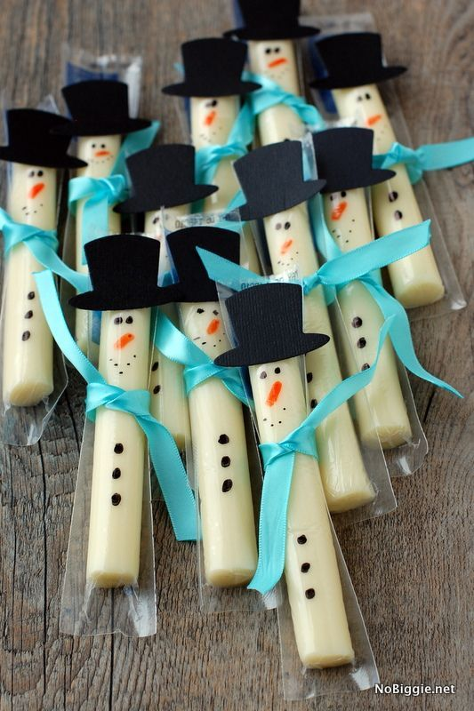 String cheese snowmen +25 Healthy Holiday Snacks - NoBiggie.net