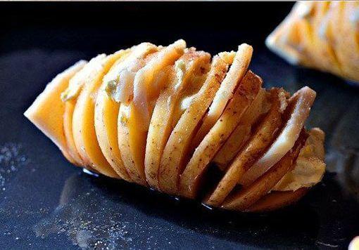 簡単なのに超美味そう!じゃがいもに切れ目を入れて焼くだけの「ハッセルバックポテト」 | COROBUZZ