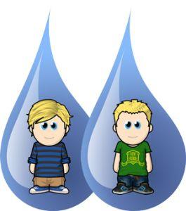We horen vaak dat onze jongens zoveel op elkaar lijken. Wit haar. Blauwe ogen. Bleke huid. Even lang. Lieve druktemakers...