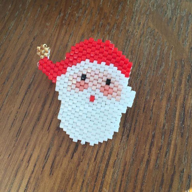 Dis maman ... est-ce qu'on est le un ? Le un quoi ? Ben tu sais le mois du Père Noël !!! #impatience #motifjolispois #jenfiledesperlesetjassume #perenoel #santclaus #perlesmiyuki