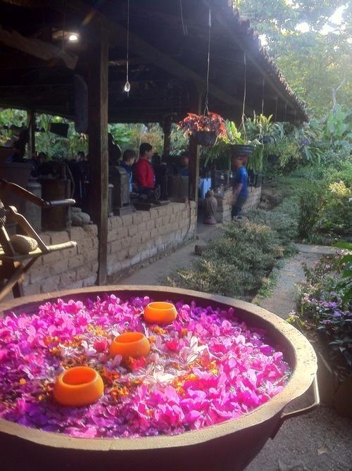 El Salvador - Ruta de las Flores - enjoying breakfast in Concepcion de Ataco /