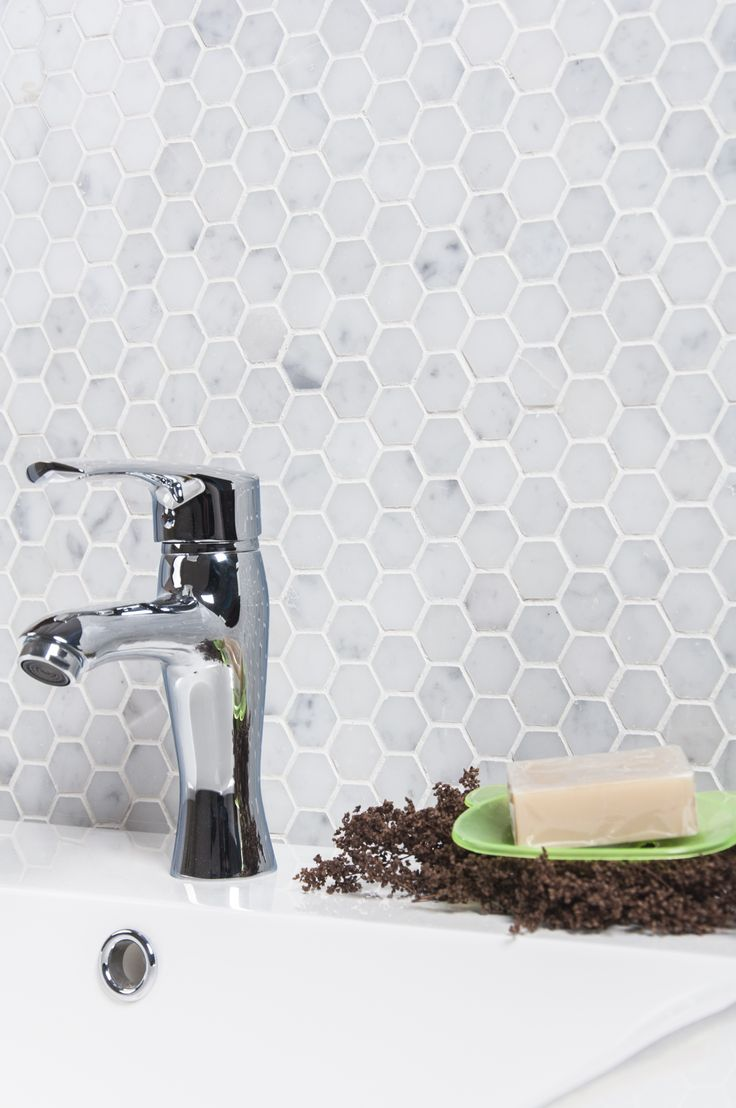The Venato Carrara Hexagon Mosaic Tile Will Give Your Old Bathroom That Modern Makeover You Ve Been Looking For Goo Gl Ucxshn Tiles Tiles2017