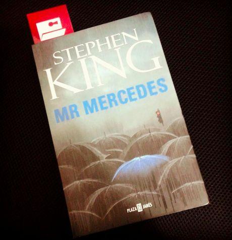 """Para el #DesafíoOpenbook de """"Un libro de misterio"""" elegimos Mr Mercedes de Stephen King - A  ¡Tú también únete a este desafío de lectura rápida!"""