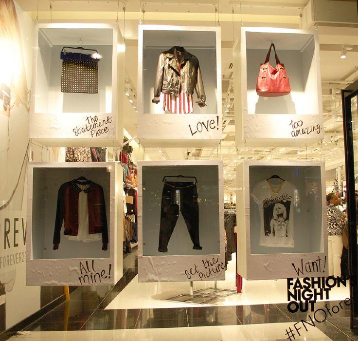 3d polaroids, suspended boxes, forever 21 - polaroid idea looks very fresh in this way. Fotos de pintas de zara. Como valla
