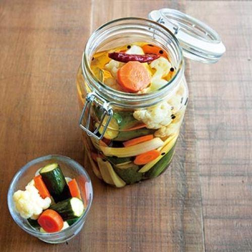 毎日忙しく過ごしていたら夕ご飯の用意やお弁当のおかずを作る事が面倒になってしまいますよね。簡単にできる野菜の常備菜を作り置きしておけなあっという間にできて、体に優しいメニューが出来ます!ぜひ参考にしてみてください。