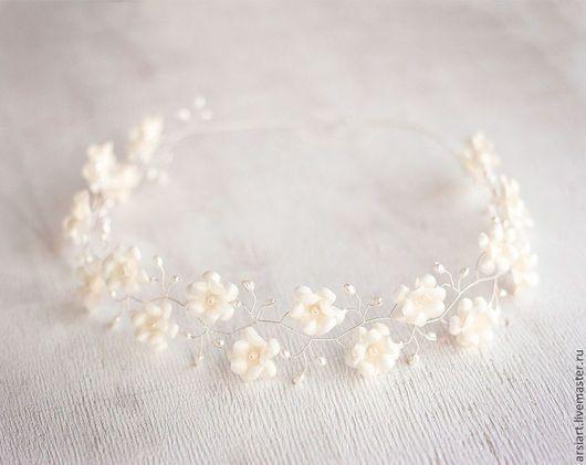 decorações de casamento feitas à mão.  Mestres Fair - feito à mão.  Compre coroa de prata do casamento.  Grinalda em sua cabeça.  decorações de flores .. Handmade.