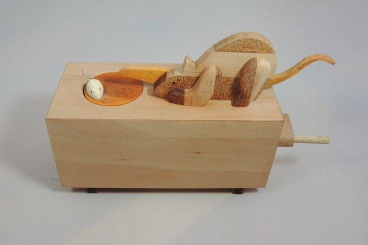 "Wooden automaton ""Katz & Maus"" from Maren Arndt. Free plans available at holzmechanik.de"