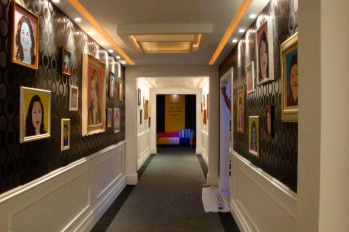 O corredor tem a função de conectar os ambientes, mas nem por isso ele precisa ser sem estilo. Confira uma galeria com ideias para transformar esse ambiente em um local charmoso